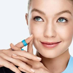 BB-CC-cream-dream-pure-bb-gigi-hadid-beautyimage-1x1